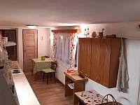 Kuchyně - chalupa k pronájmu Leštinka