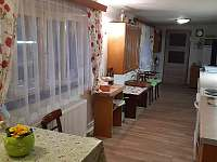 Kuchyně - přízemí - chalupa k pronajmutí Leštinka