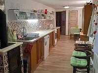 Kuchyně - přízemí /kamínka - chalupa ubytování Leštinka
