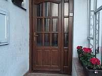Vstup do domu - chalupa k pronájmu Leštinka