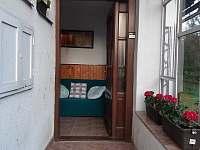Vstup do domu - otevřeno :) - pronájem chalupy Leštinka