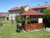 altán a zahrada