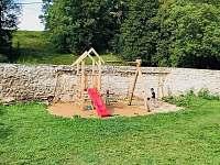 skluzavka, houpačky pro děti - Radiměř