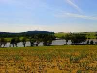 Pohled na osadu z protějšího břehu