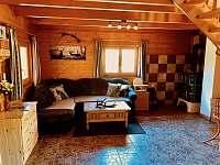 obývací prostor - chata k pronajmutí Police