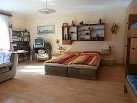 Žlutý apartmán - obývací ložnice
