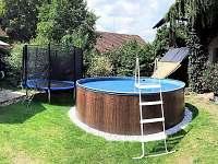 bazén a trampolína - ubytování Pohořílky