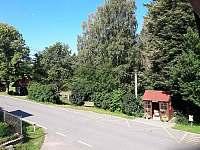 zastávka u domu - apartmán k pronájmu Horní Bradlo - Lipka