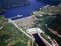 Hráz přehrady u osady Kramolín