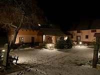 Večerní pohled na Samotu v zimě - Kamenice u Jihlavy
