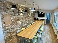 Zimní zahrada s kávovarem, výčepním zařízením, TV a soundbarem Bose - pronájem chalupy Kamenice u Jihlavy