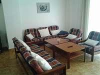 Obývací pokoj - chalupa k pronajmutí Lidmaň