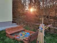 Dětské pískoviště s kroketem - chata k pronajmutí Želiv - Brtná