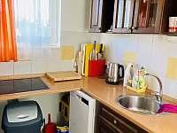 K dispozici veškeré nádobí a potřebné nástroje k vaření - Želiv - Brtná