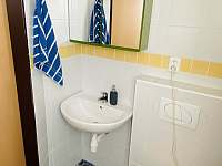 Koupelna v přízemí - pronájem chaty Želiv - Brtná
