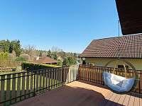 Prostorná terasa - chata ubytování Želiv - Brtná