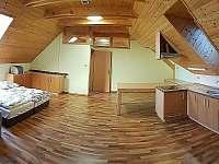 Ložnice č.4 1. NP - s kuchyní (pohled z ložnice č.5) - Kněževes - Veselka