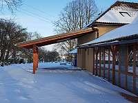 Oplocený pozemek za chalupou možnost parkování - ubytování Kněževes - Veselka