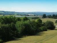 Výhled z rozhledny na chalupu - Kněževes - Veselka