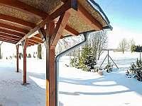 Zastřešené posezení nebo parkování - pronájem chalupy Kněževes - Veselka