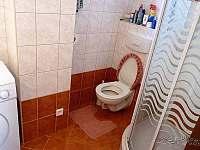 Koupelna s WC a sprchovým koutem - chalupa k pronajmutí Rudíkov