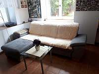 Pohodlná rozkl. sedačka - chalupa ubytování Rudíkov