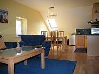 Kuchyň+jídelna+obyvací místnost, Apartmán II (v podkroví)