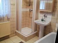 Koupelna v patře. - chalupa k pronájmu Moravské Křižánky