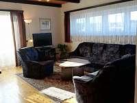 Obývací pokoj s televizí v patře. - pronájem chalupy Moravské Křižánky