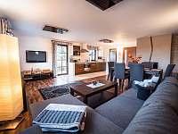 Apart. 2 - obývací pokoj s kuchyní - pronájem chalupy Kamenice nad Lipou - Březí