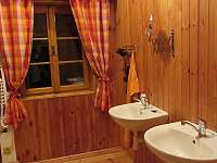koupelna v patře - srub k pronajmutí Polesí