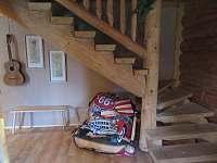 schodiště - srub k pronajmutí Polesí