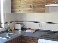 Kuchyně - chata k pronájmu Červená Řečice