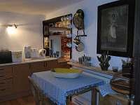kuchyně vchod - chalupa k pronájmu Česká Rybná