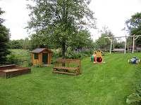dětské hřiště na zahradě objektu