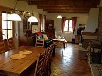 Pohled z kuchyně vpravo