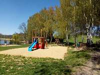 Dětské hřiště - rekreační dům k pronájmu Telč