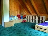 Dětský koutek v hlavním pokoji v patře.