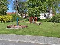 dětské hřiště (20 m od penzionu)