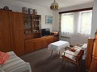Obývací pokoj - chata k pronajmutí Javorek
