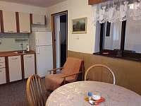 Jídelní kout v kuchyni - chata k pronájmu Fryšava pod Žákovou horou