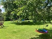 Houpací hízdo pro děti na zahradě - Nové Dvory
