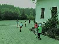 Parkoviště a příjezdová cesta