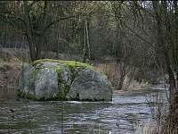 Řeka Oslava s kameny -