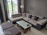 obývací pokoj se sedací soupravou - Mirošov u Bobrové