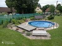 zahrada - bazén 3.66 m x 1 m - chalupa ubytování Mirošov u Bobrové