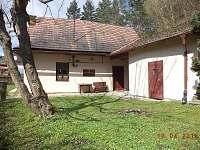 Pohled na dvorek - chalupa k pronájmu Svojanov - Předměstí