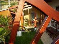 Pohled do verandy