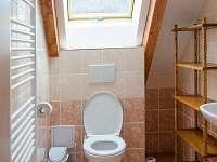 toaleta - podkroví - pronájem chalupy Jimramov