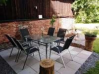 Posezení 2 na zahradě - ubytování Nové Město na Moravě - Olešná